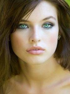 do you think green eyes and brown hair are pretty? BE HONEST!!